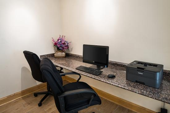 Quality Inn Northtown: Business Center