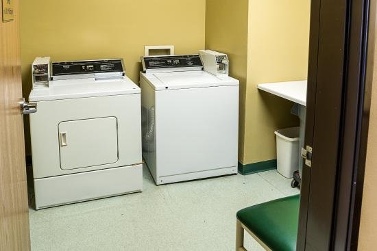 Quality Inn Northtown: Laundry