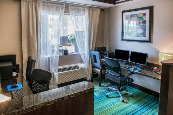 Comfort Inn & Suites: Computer