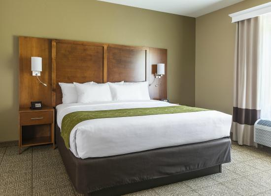 Hartville, OH: King Bed