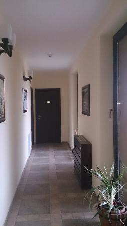 Smida Park: Nice hallway to rooms, with simple and clean interior design.