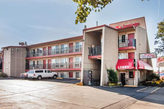 Econo Lodge Near Clackamas Town Center