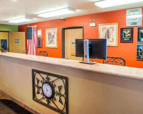 Econo Lodge : Front Desk