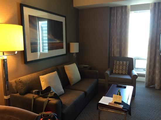 Sheraton Suites Calgary Eau Claire: Living Room Of The Suite Part 44