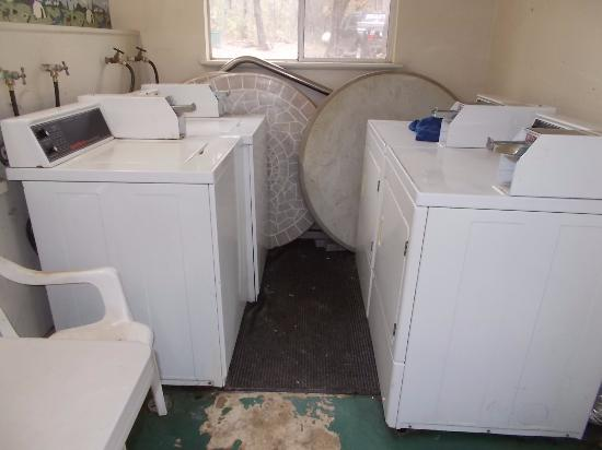 Lakehead Campground and RV Park: laundry room