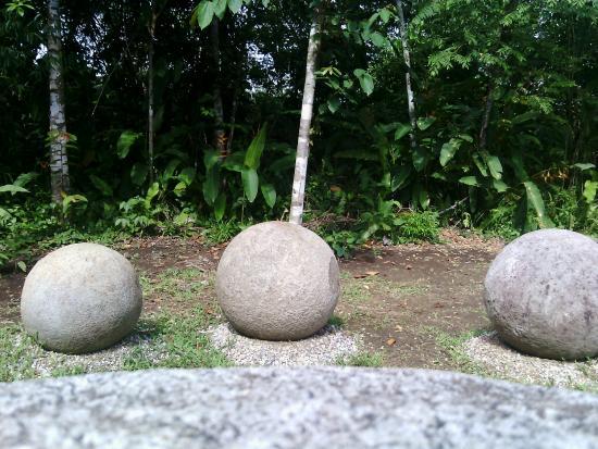Golfito, Costa Rica: visión de las esferas precolombina