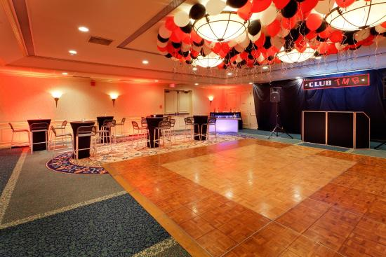 Holiday Inn Mt. Kisco (Westchester Cty): Club Party Package