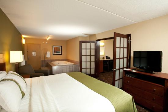 Fairmont, MN: Two room Jacuzzi Suite with living room and seperate bedroom