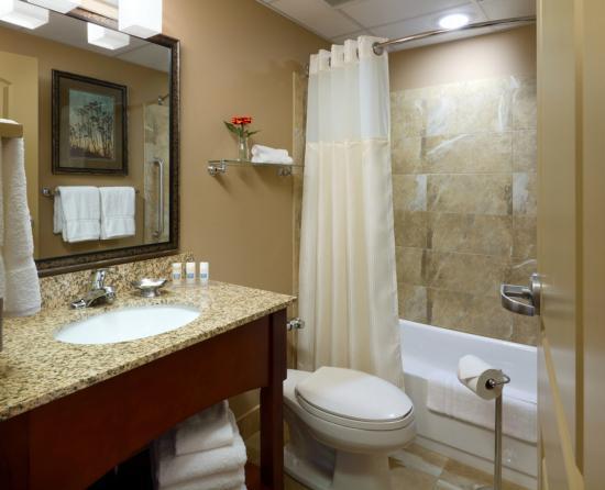 Fairmont, MN: Guest Bathroom