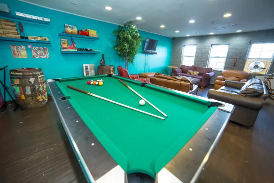 ITH Zoo Hostel San Diego : Pool Table