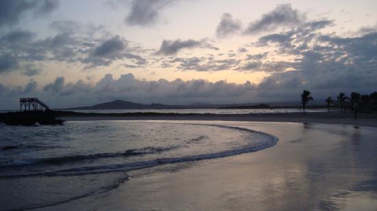 Hotel Sula Sula : playa en isabela
