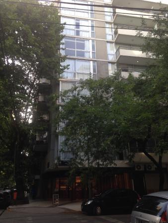 Polo Suites: Frente do prédio