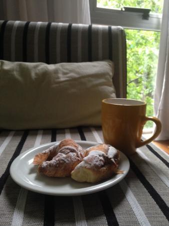 Polo Suites: Café da Manhã . Comprei as medias lunas na boulangerie
