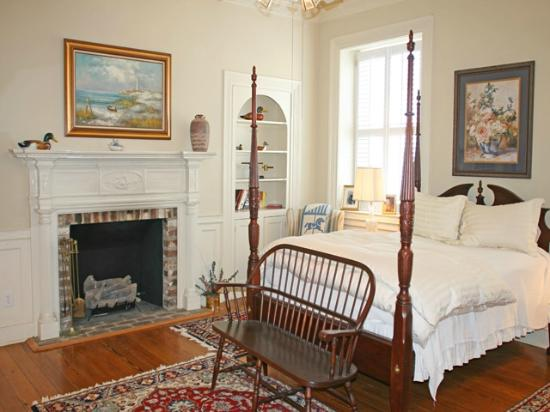 27 State Street Bed and Breakfast: Queen Street Quarters