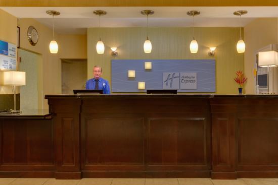 Holiday Inn Express Tower Center : Front Desk