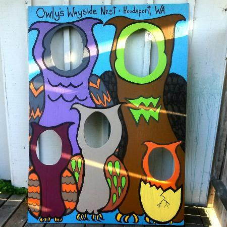 Hoodsport, WA: Owly's has photo opps!