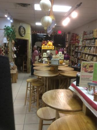 Il Paesano Italian Cafe, Deli and Wine Market