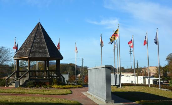 Marietta Confederate Cemetery: Pavilion with  State Flags and One of the Engraved Walls