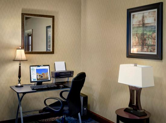 Rensselaer, Нью-Йорк: Business Center equipped with complimentary wi-fi and printing.