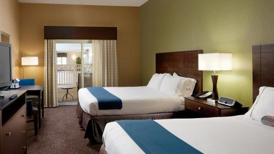Holiday Inn Express & Suites Saginaw : Poolside 2 Queen Bed Guest Room