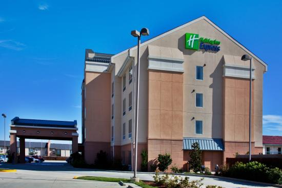 Holiday Inn Express New Orleans East: Hotel Exterior
