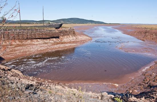 Harvey, Kanada: The Shepody River below the dam when the Bay of Fundy is at low tide