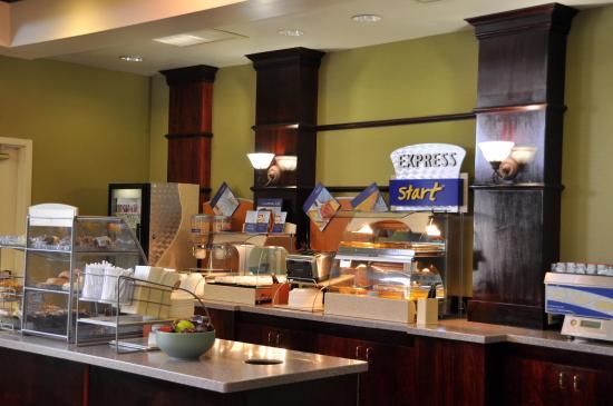 Holiday Inn Express Hotel & Suites Christiansburg: Breakfast Bar