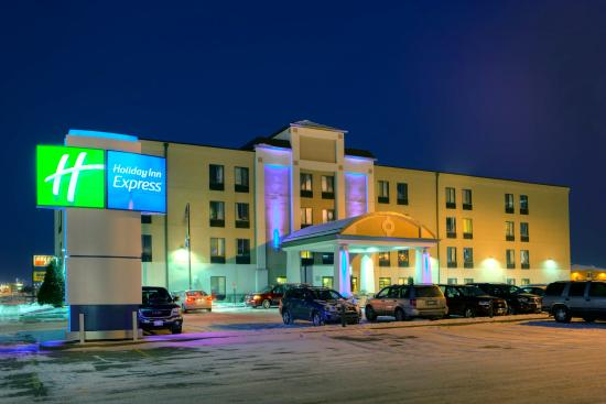 Holiday Inn Express Fargo - West Acres: Exterior