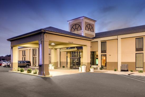 Marshfield, MO: Hotel Exterior
