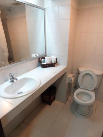 King Royal Garden Inn: bath