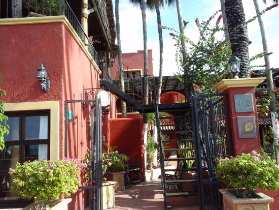Posada de las Flores La Paz: Front of the hotel