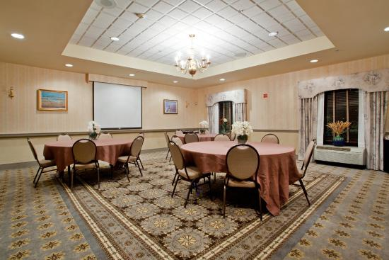 Newport News, VA: We are available to host your small meetings and social functions.