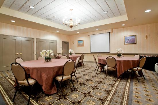 Newport News, VA: Let us take care of your meetings and small functions.
