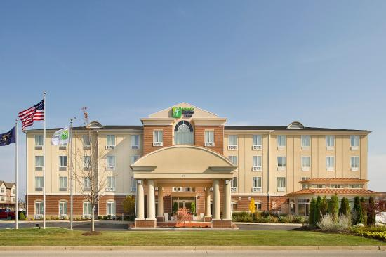 Holiday Inn Express Schereville North: Hotel Exterior