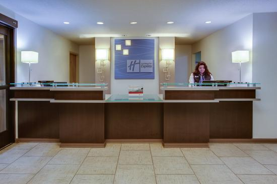 Holiday Inn Express Suites Greensboro East: Front Desk