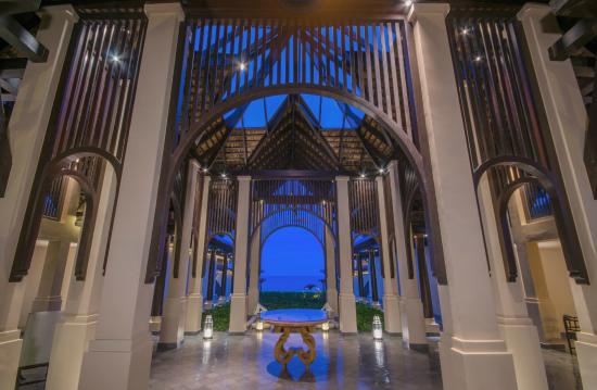 Vana Belle, A Luxury Collection Resort, Koh Samui: Lobby - Nighttime