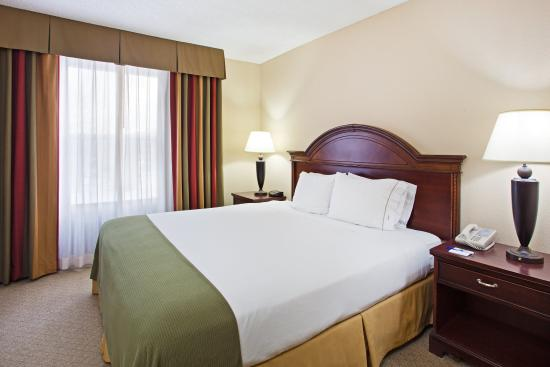 Holiday Inn Express Pigeon Forge/Dollywood: King Bed Guest Room Non Smoking