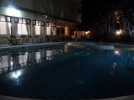 Crowne Plaza Guatemala: piscina y jacuzzi
