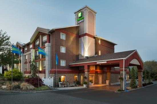 Holiday Inn Express Wenatchee: Hotel Exterior