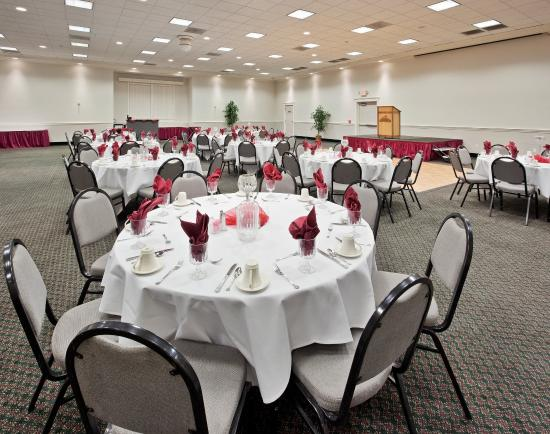 Holiday Inn Hotel and Convention Center: Ballroom