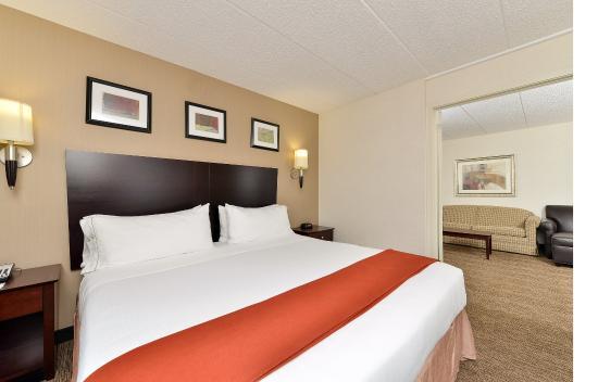 Seaford, Delaware: King Suite