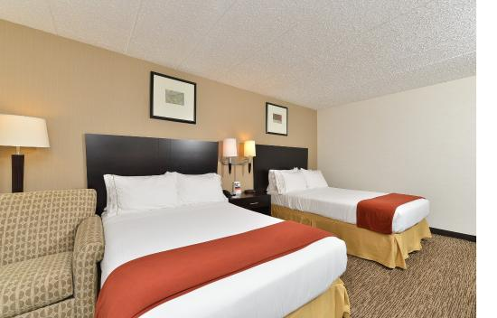 Seaford, DE: Two Double Beds