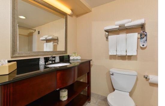 Seaford, DE: Guest Bathroom