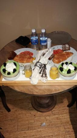 Sechelt, Kanada: One of four delicious breakfasts served to us on our 4 day stay at this amazing bed and breakfas