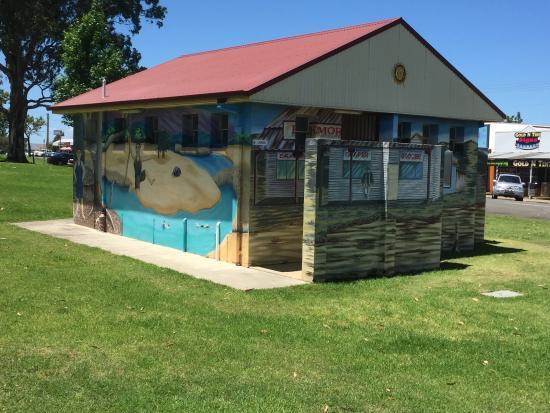 Kurri Kurri, Australien: Amenities nearby with great Mural