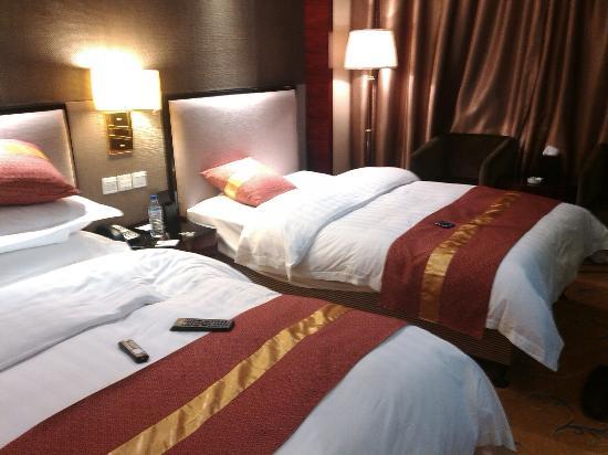 New Jiu Zhai Hotel: the Bedroom