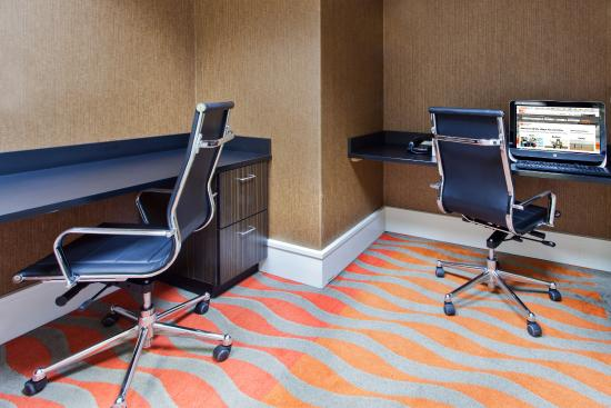Holiday Inn Express & Suites: Print documents or check email in our Business Center