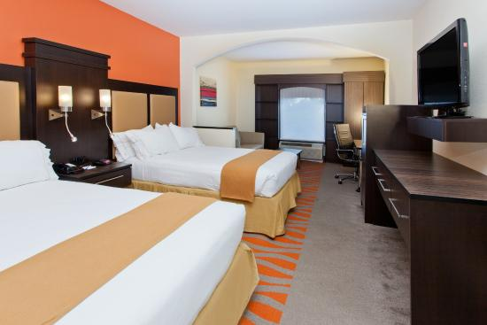 Holiday Inn Express & Suites: Spacious, smoking Double Guest Room