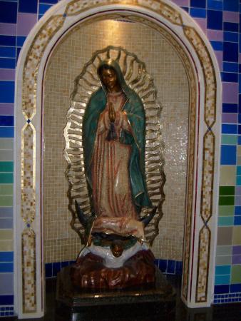 National Shrine of the Divine Mercy: La Hermosa Virgen de Guadalupe en la Capilla de los No Nacidos /