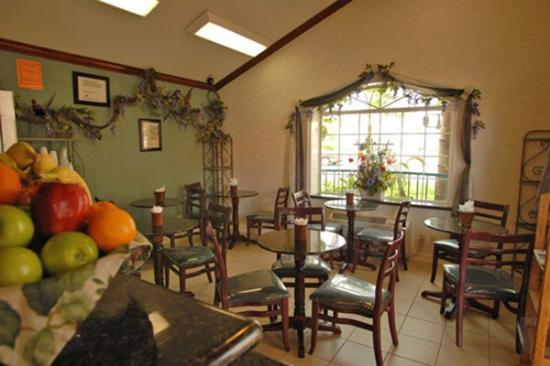 Dynasty Suites Redlands: Breakfast Room